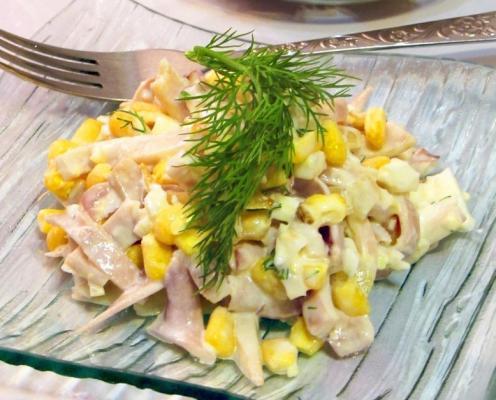 Салаты с кальмаром и ананасом