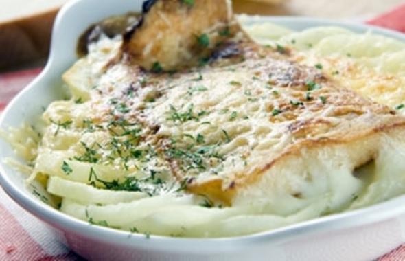 """Рыба, запеченная в молочном соусе с картофелем """" Кулинария - кулинарные рецепты с фотографиями, домашняя кулинария"""