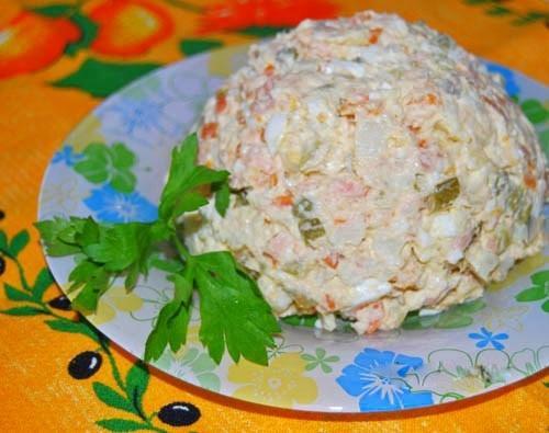 Салат из копчёной горбуши и риса