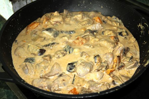Гуляш из говядины со сметаной с подливкой рецепт с пошагово