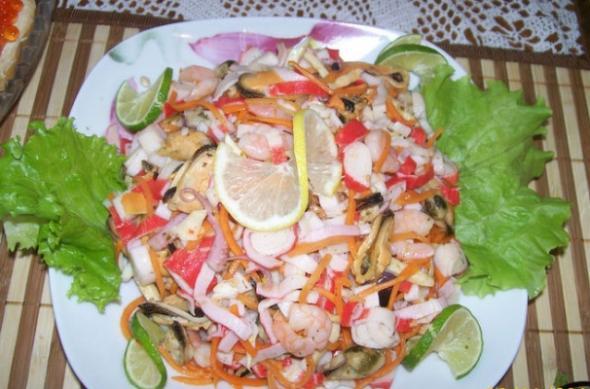 Салат с морским коктейлем в масле рецепты с